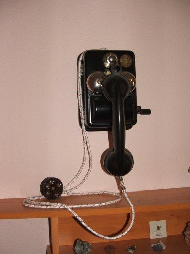 LB 37 nyilvános telefon falra szerelve