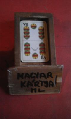 Mini magyar kártya dobozában