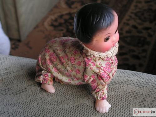 Felhúzható baba