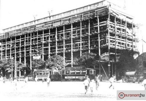 Corvin áruház építése