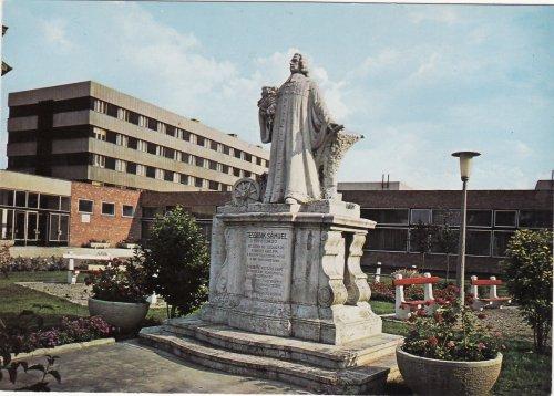 Szarvas Tessedik Sámuel szobra