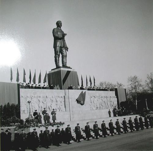 Sztálin szobor Felvonulási tér