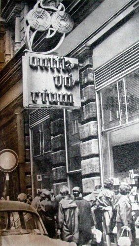 Antikvárium bagoly neon Váci utca