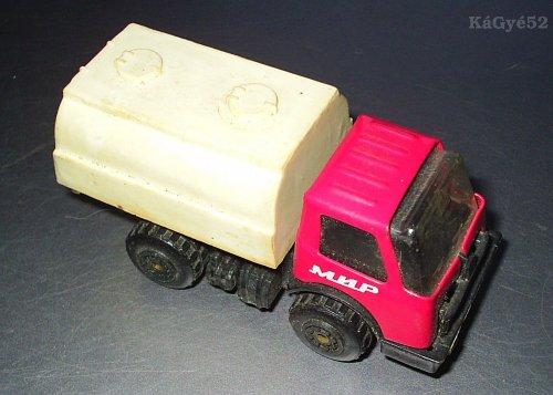 Szovjet játék teherautó